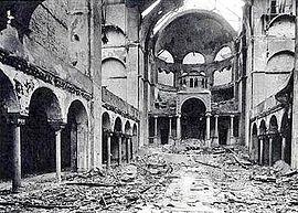 1938_Interior_of_Berlin_synagogue_after_Kristallnacht