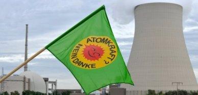 Aktion der Grünen beim Atomkraftwerk Isar I