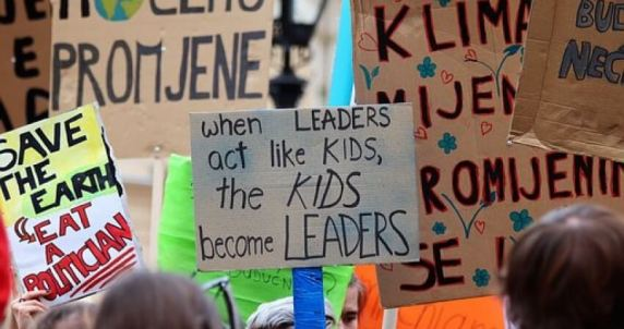 school-strike-4-climate-4057783_340 (1)