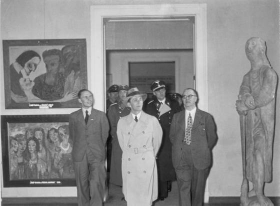 München, Goebbels im Haus der Deutschen Kunst
